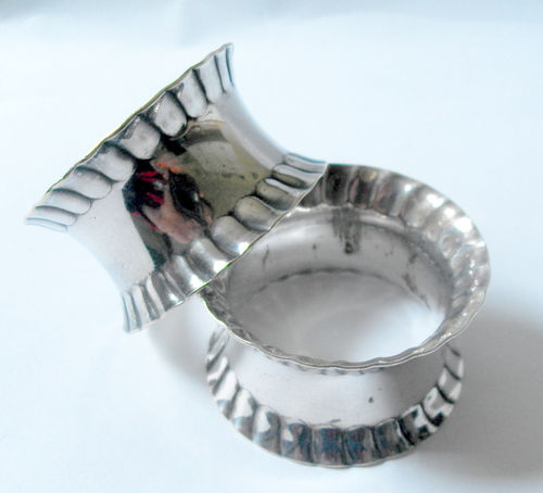 Plated crimped rim napkin rings
