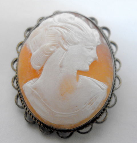 Smallish shell cameo brooch