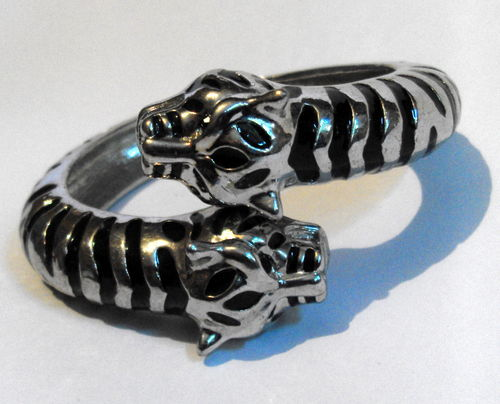 Tigers head hinged bangle