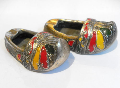 Enamelled miniature shoes