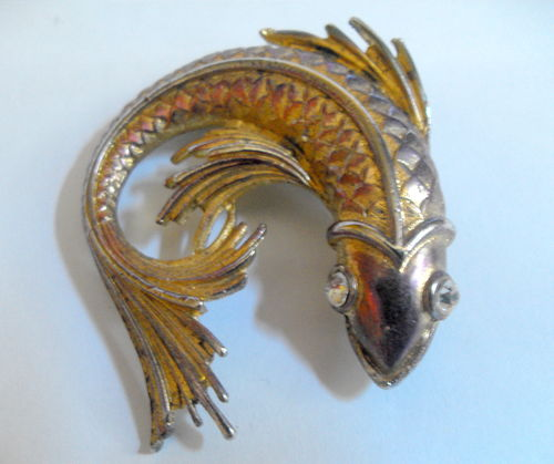 Metalware fish brooch