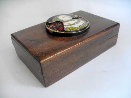 Fitted box with plaque to lid