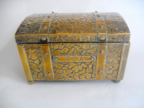 Trunk shaped tea caddy