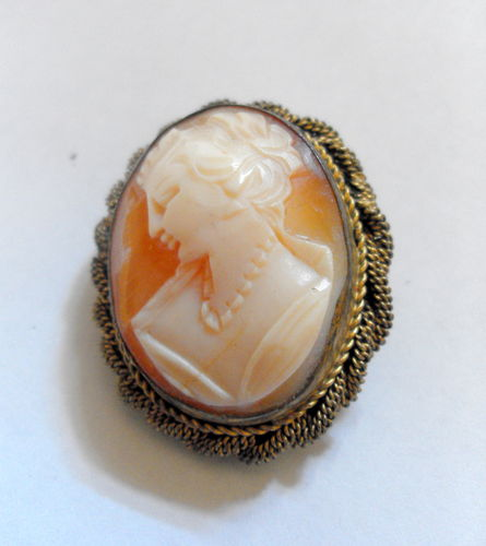 Vintage cameo brooch or pin