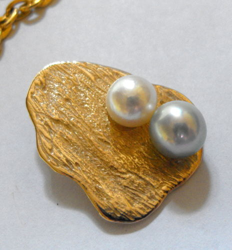 9ct gold pendant - inset pearls