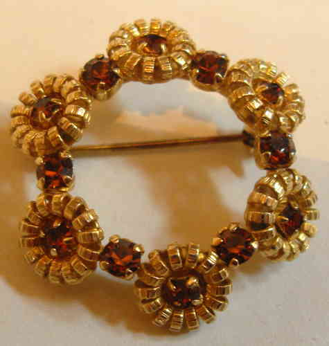 Stylised garland brooch