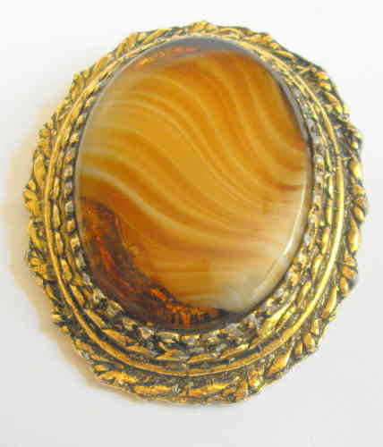 Oval Agate and goldtone brooch