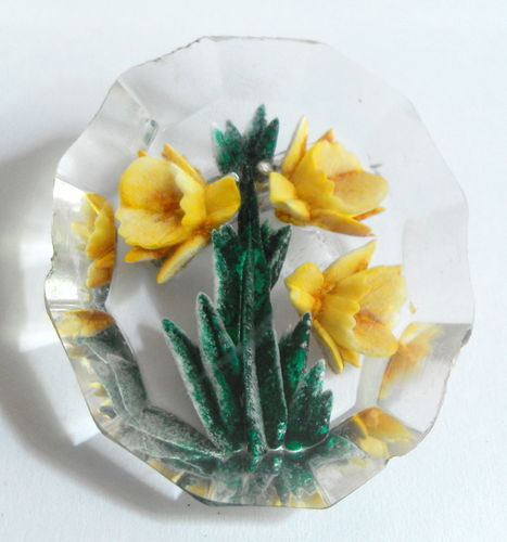 Reverse carved daffodil brooch