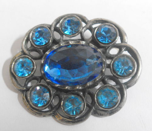 Oval shaped blue inset brooch