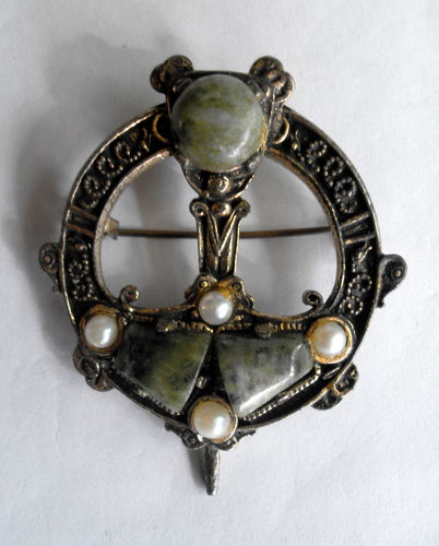Celtic design pendant brooch