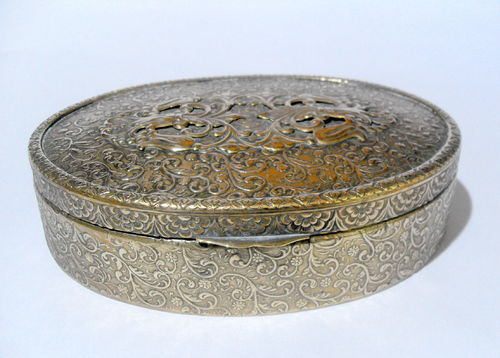 Trinket box with cloth inset